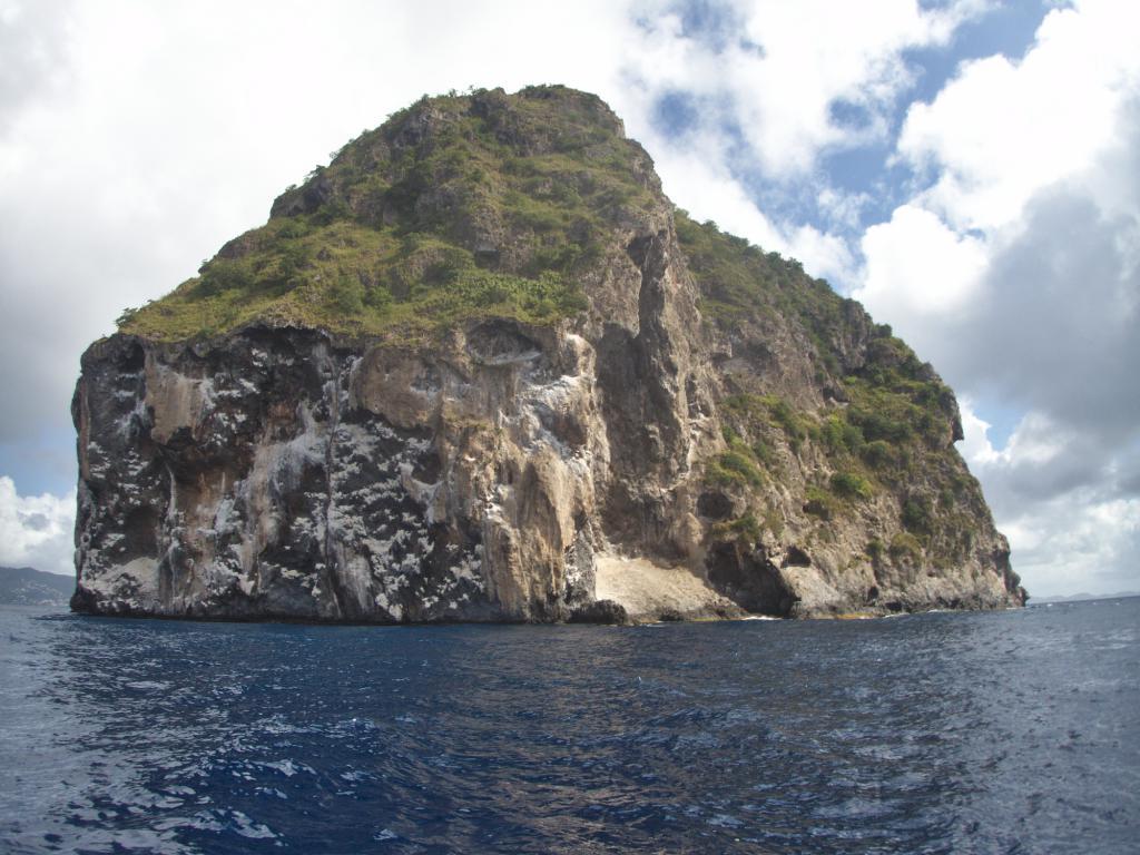 le rocher du diamant en Martinique dans les Caraïbes