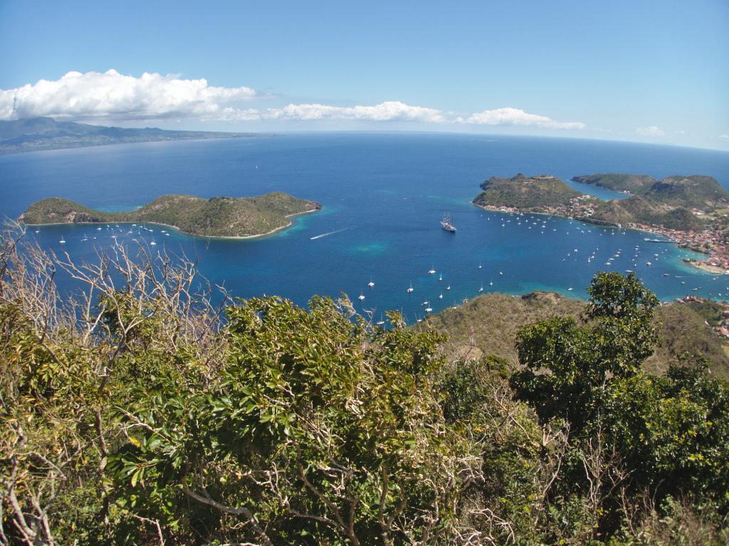 vue générale de terre de haut dans les saintes en guadeloupe