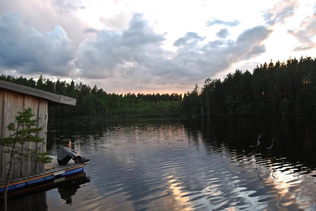 sauna flottant sur le lac de l'hébergement insolite