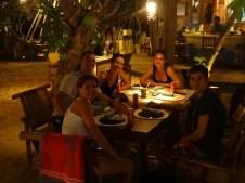 Cena con los españoles, planificando la excursión del día siguiente