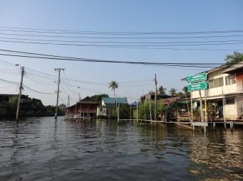 Croisement de canaux dans Thonburi