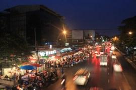 A la nuit tombée... Bangkok s'éveille... encore plus!