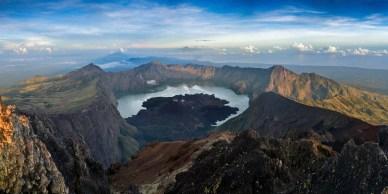 Au sommet du Rinjani, ile de Lombok, Indonésie