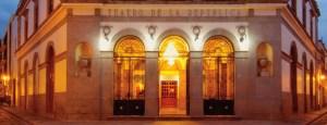 Panorámica nocturna del Teatro de la República