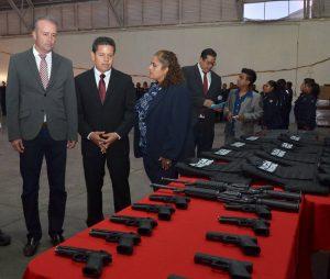Honestidad y patriotismo pide Mario Calzada a policías