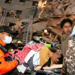 """""""Facebook"""" y """"WhatsAPP""""; determinantes en el rescate de víctimas del sismo en México"""