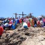 Viven fieles la tradición del Viacrucis con saldo blanco en Colón