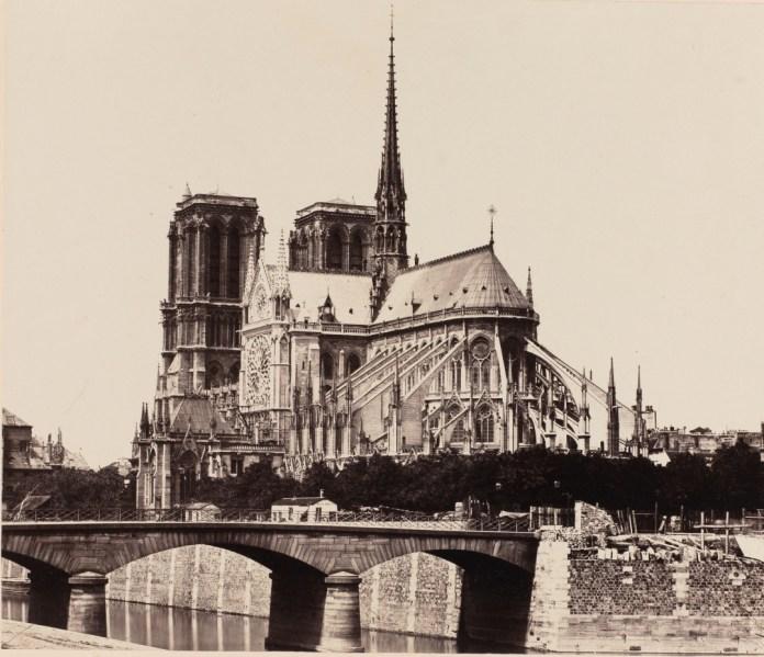 Vista posterior de Notre Dame de París