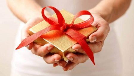 Как сделать бант на подарок?