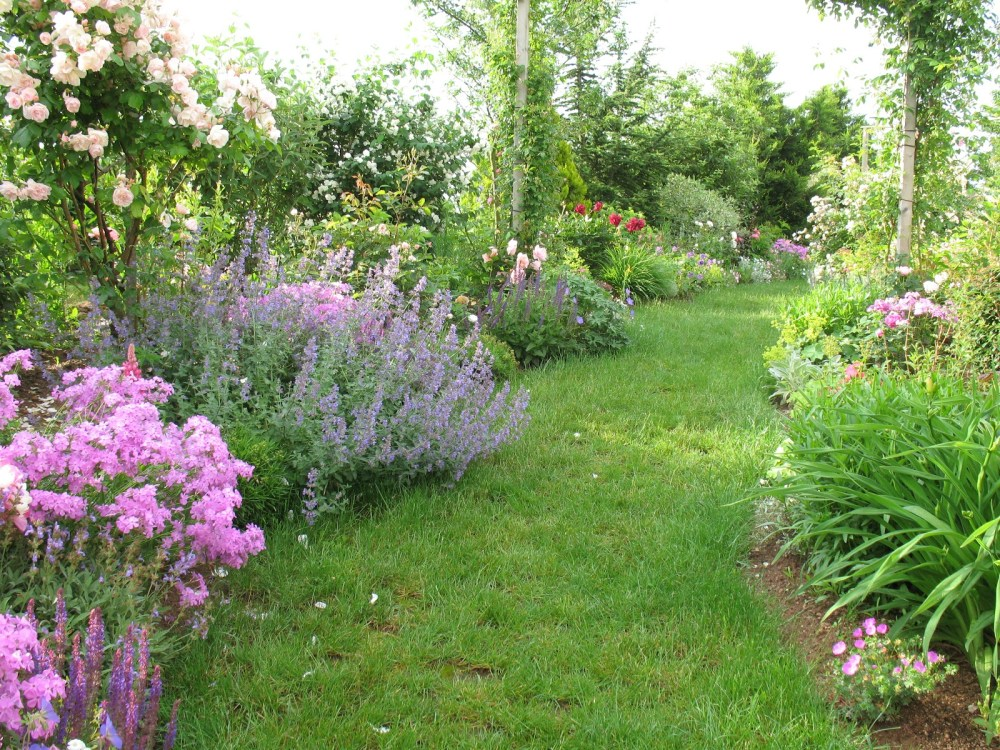 French Country Landscaping Ideas
