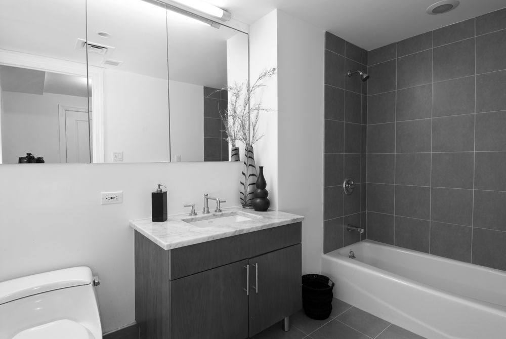 Grey And White Tile Bathroom Ideas