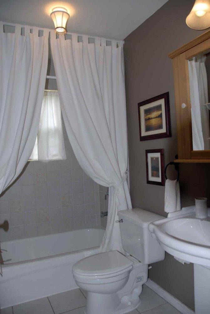 Lake Cottage Bathroom Ideas