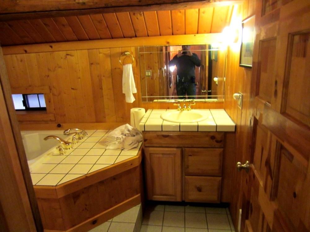 Log Cabin Bathroom Decorating Ideas
