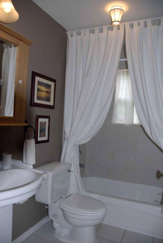 Small Bathroom Curtain Ideas