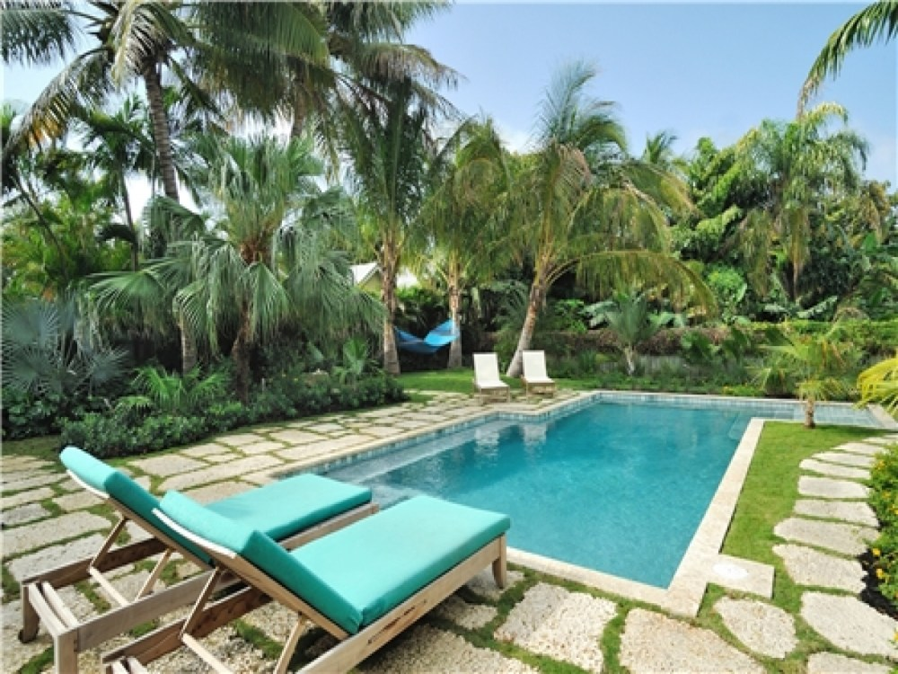 Tropical Landscaping Ideas Around Pool