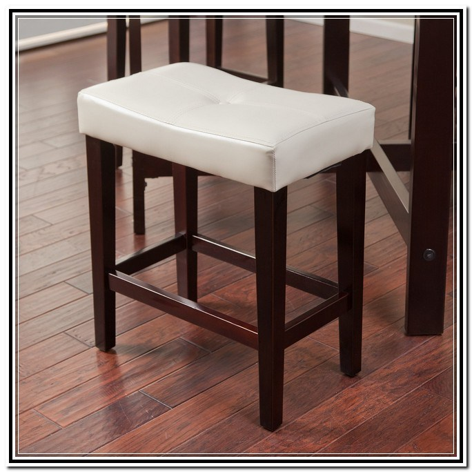 24 Saddle Bar Stools
