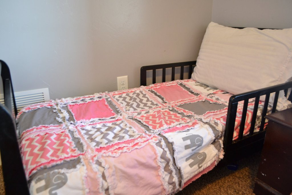 Gray Toddler Bed Quilt