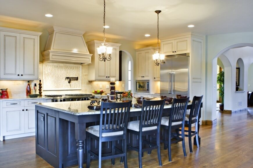How Many Bar Stools For Kitchen Island