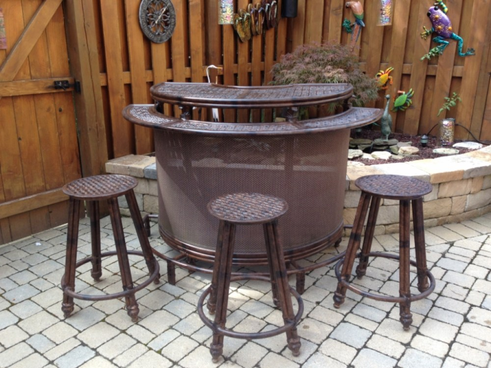 Modern Bar Stool And Table Set
