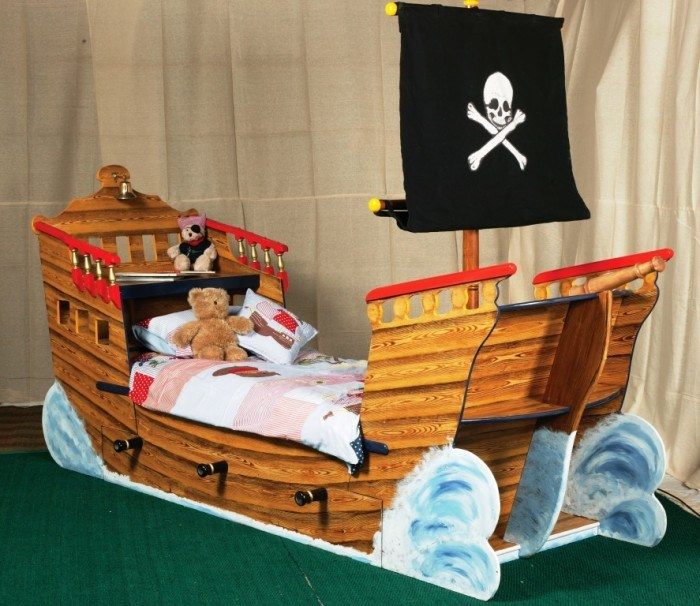 Pirate Ship Toddler Bedding