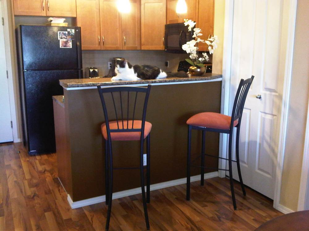 Small Breakfast Bar With Stools