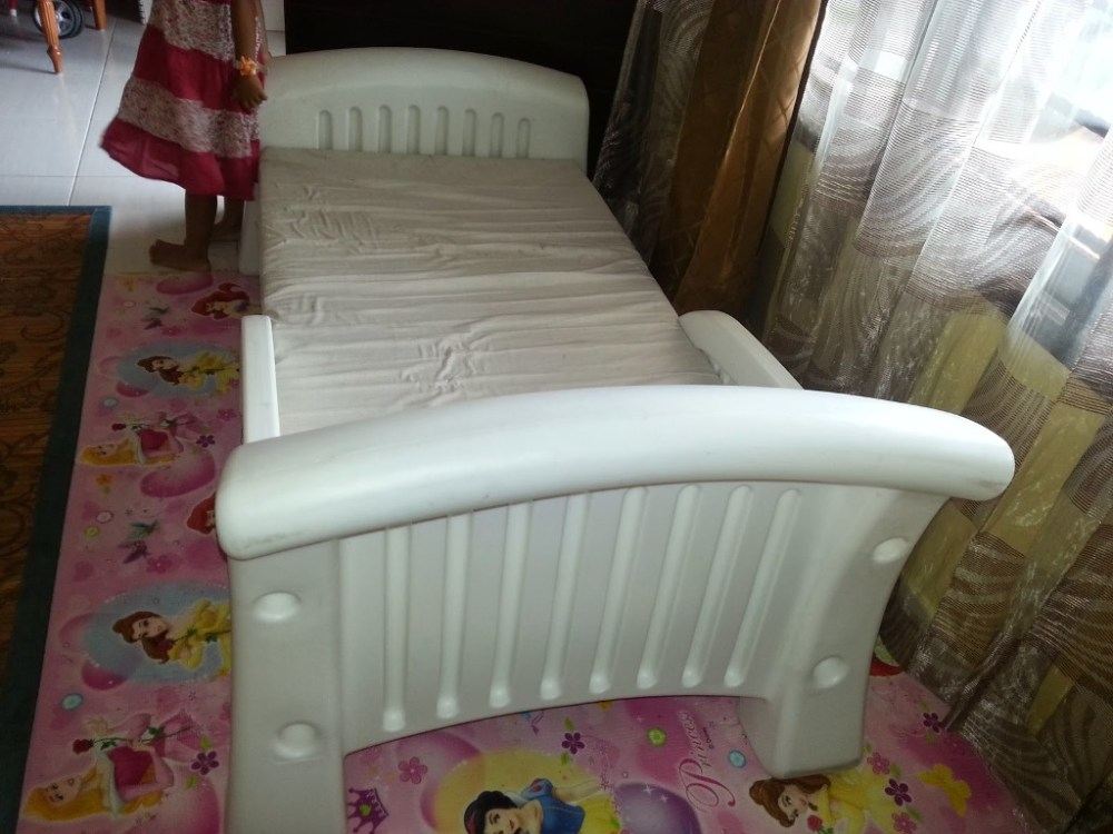 White Plastic Toddler Bed
