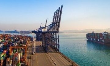 Hapag-Lloyd selects MAN Energy Solutions for LNG conversion pilot
