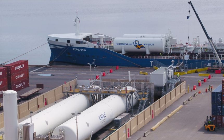 Swedish tanker becomes first foreign-flagged vessel to bunker LNG in US