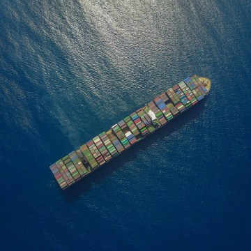 400 companies team up to decarbonise heavy transport including shipping