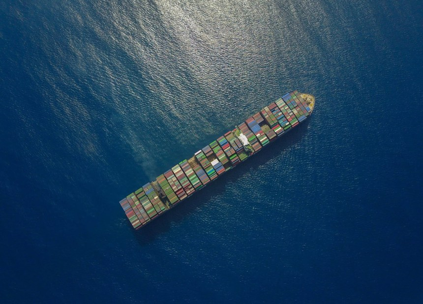 Seaspan to add ten scrubber-fitted containerships to fleet