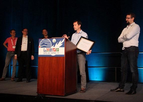 VR2Planets - Stéphane Le-Mouélic et François Civet reçoivent le prix Europlanet 2016 lors de la conférence DSP48 : EPSC11 en 2016
