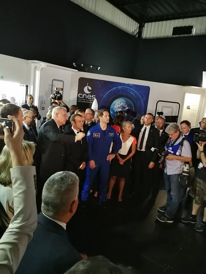 Arrivée de Thomas Pesquet et du président de la République Emmanuel Macron sur le pavillon du CNES Salon International de l'Aéronautique et de l'Espace 2017 (Le Bourget)