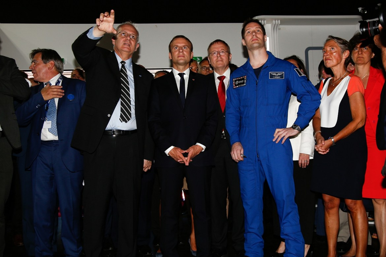 Visite d'Emmanuel Macron Président de la République au pavillon du CNES - inauguration du salon du Bourget