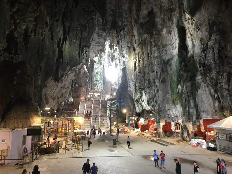 Пещера Бату. Полным ходом идет строительство каких-то ларьков