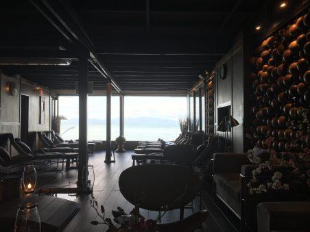 Массажный салон с видом на море