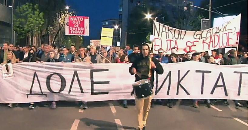 PROTESTI-–-KAKO-PREVAZIĆI-PODELJENO-DRUŠTVO