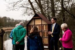 Aandacht voor het insectenhotel in de Natuurtuin Zoetermeer