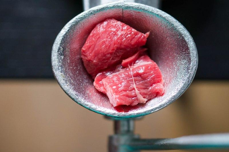 Vlees in de molen