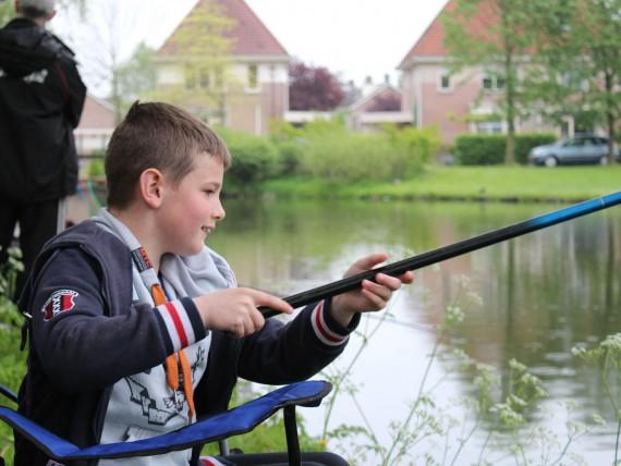 Pepijn druk aan het vissen