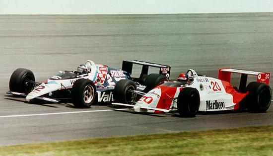 1989 - Al Unser Jr e Emerson Fittipaldi antes do toque que daria a vitória a ...