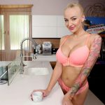 Coffee-Break Quickie Kayla Green
