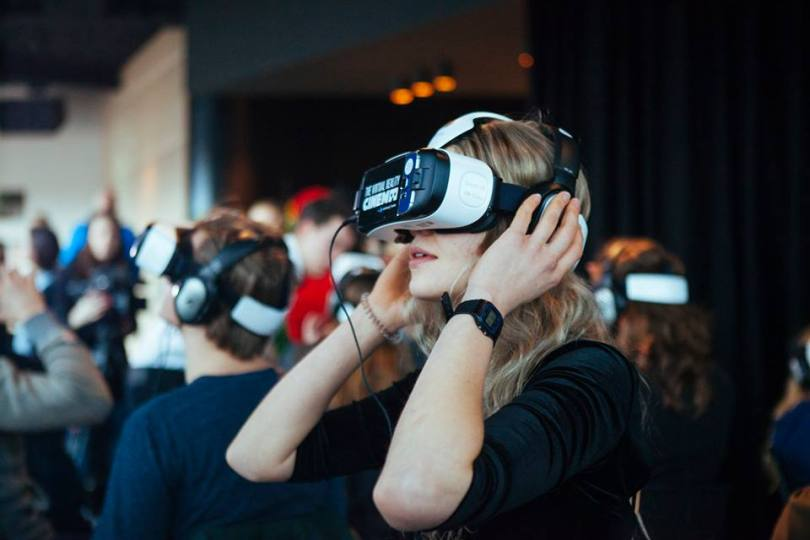 vr-movie-theater-cinema