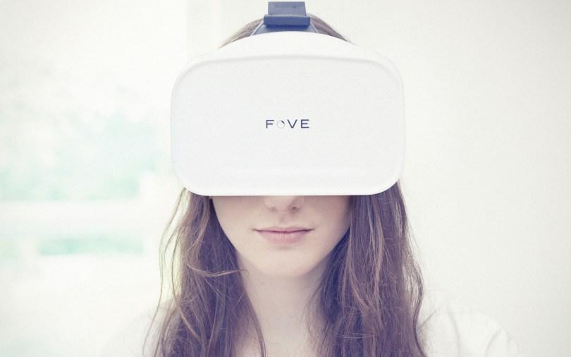 fove-headset-woman