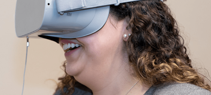 Bank of America to give 50k employees access to VR training - Employee wearing Oculus Go headset 1