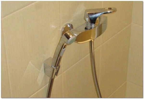 Připojte sprchovou hlavu k faucetu