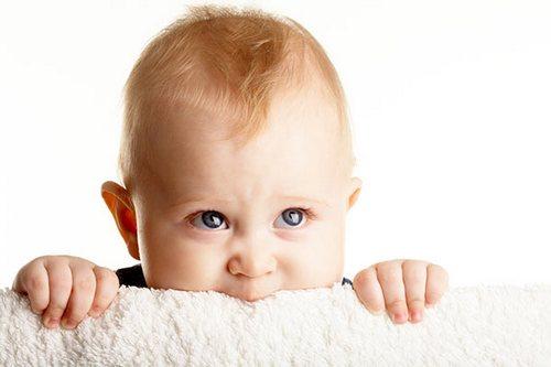 Прорезывание первых зубов у грудничка признаки сроки как помочь могут ли быть осложнения
