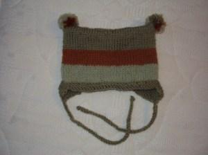 вязаная шапка готова
