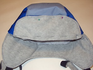 пришиваем козырек шапки