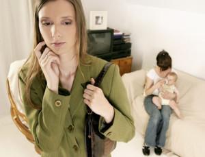 мама выбирает для ребенка няню