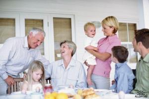 счастливая большая и дружная семья